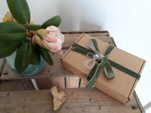 Indpakket gavekort i æske fra Anja Opstrup